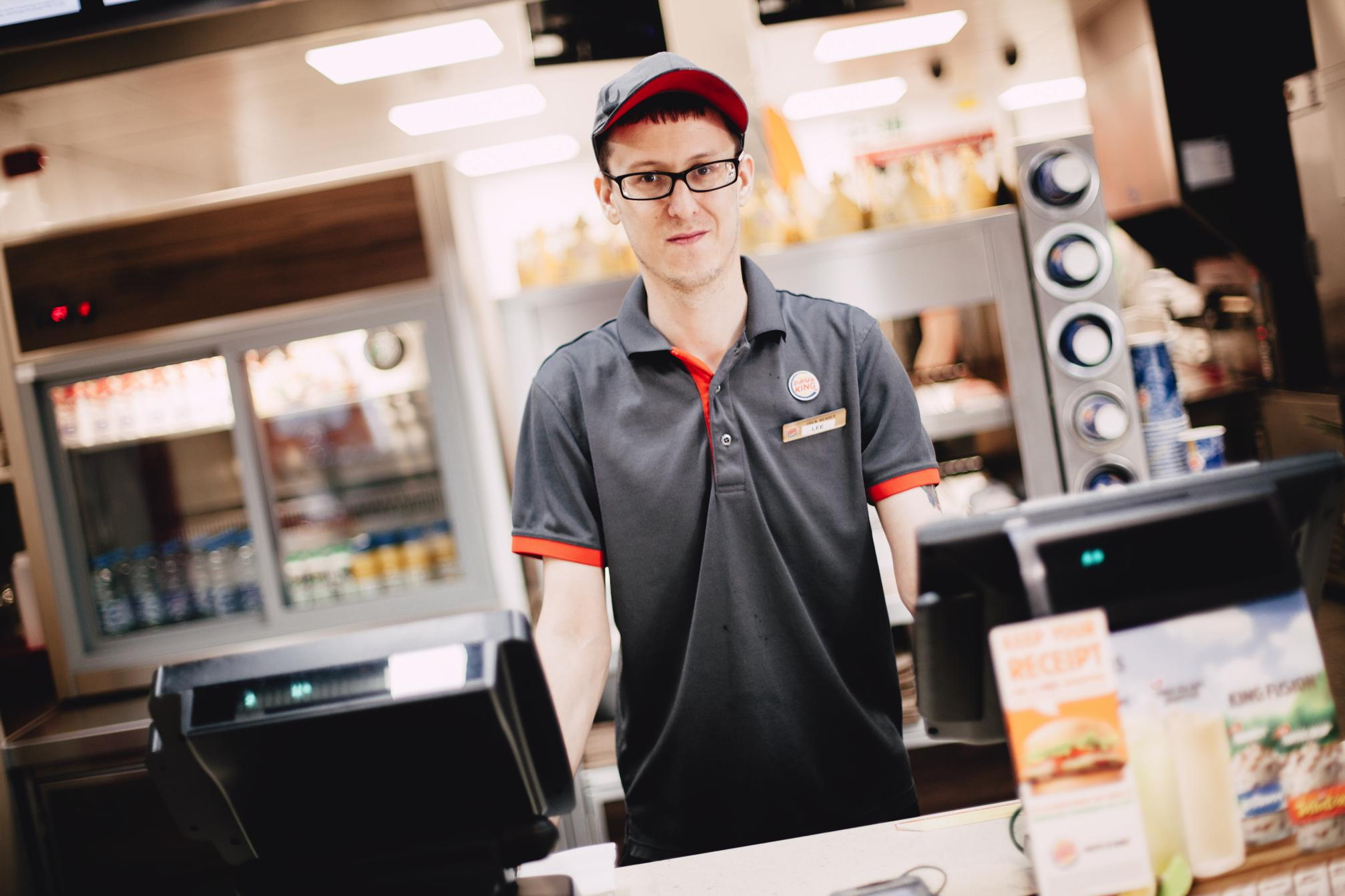 burger king customer services Burger king is a restaurant chain with its online and retail locations read on to find ways to get in touch with the customer service department of burger king.